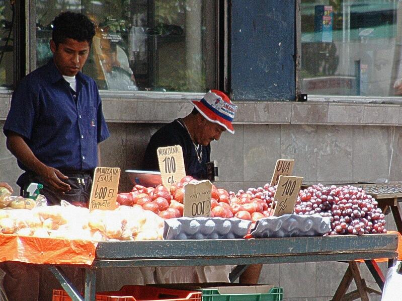 streetfruitvendorincostarica